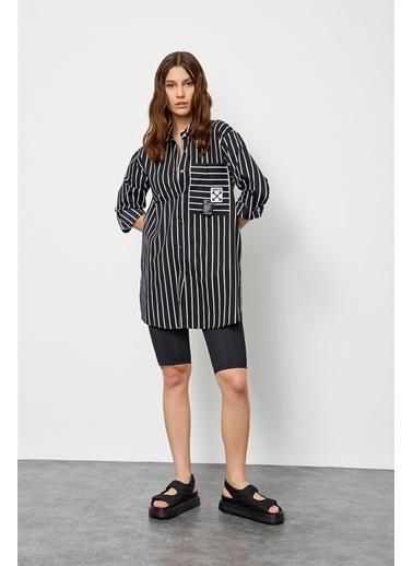 Setre Siyah-Beyaz Çizgili Düğme Detaylı Tunik Siyah